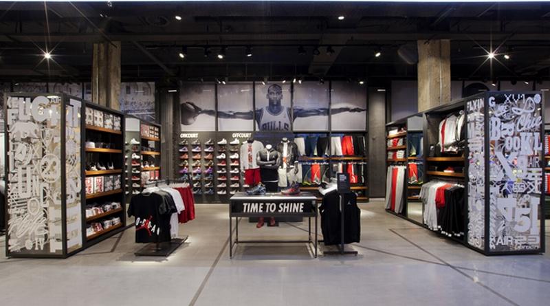 Rotulación vitrinas para tienda Nike_Grafiks
