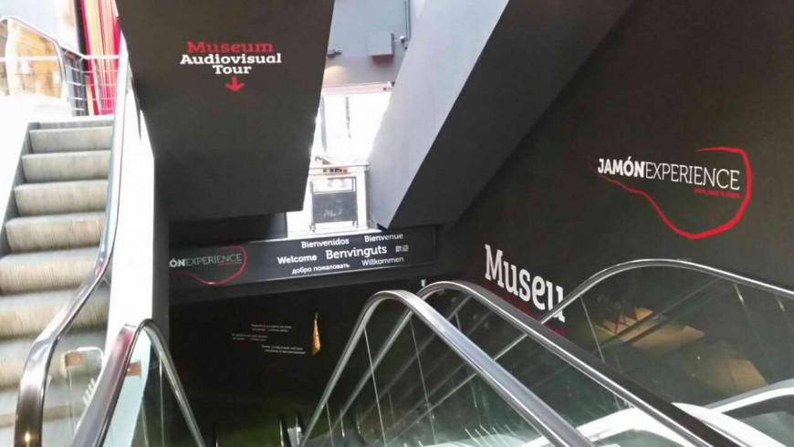 Rotulacion entrada Museo Jamon Experience
