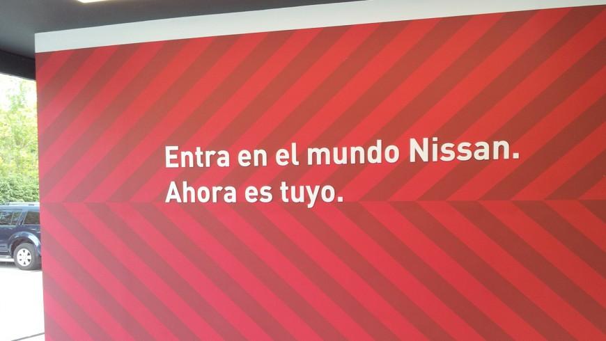 Vinilo gran formato entrada Nissan