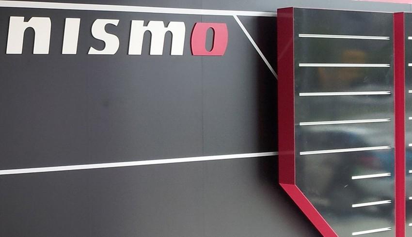 letras y panel Nismo