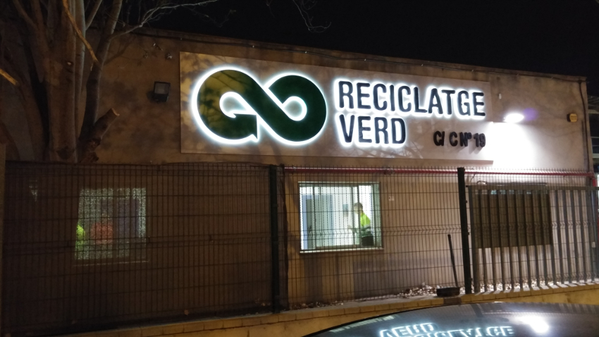 Hoy, la rotulación nos lleva al reciclaje verde_Grafiks