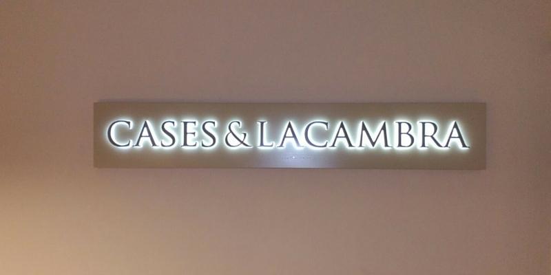 12 letras corpóreas para 12 empresas_Casas &Lacambra