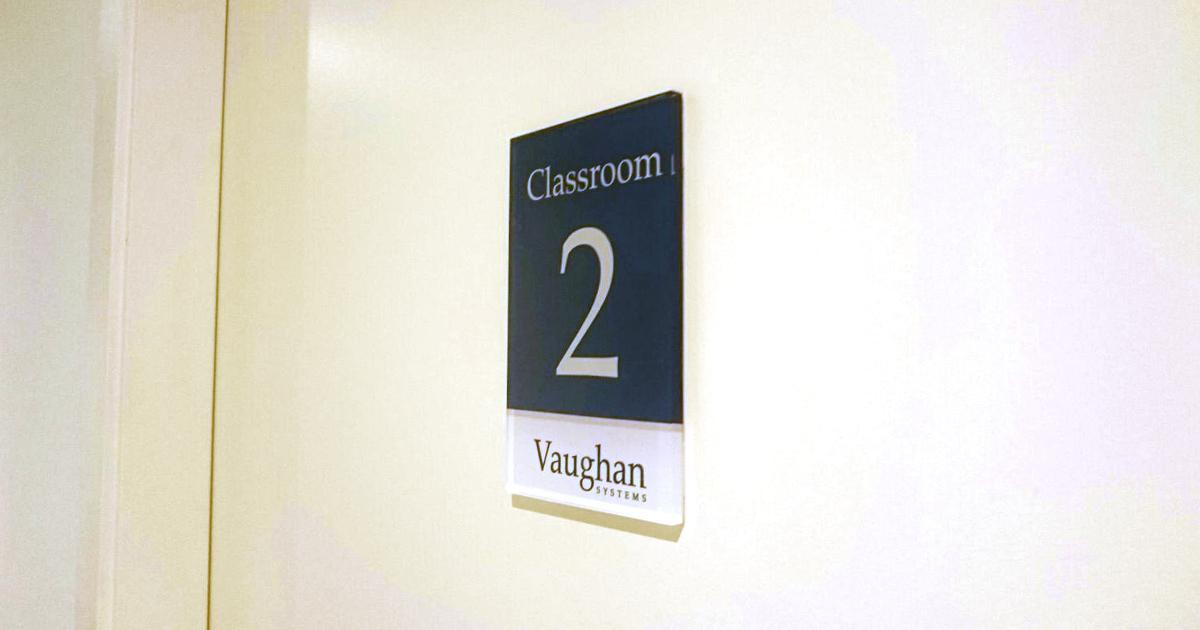 Rotulación de la nueva academia de inglés Vaughan en Barcelona
